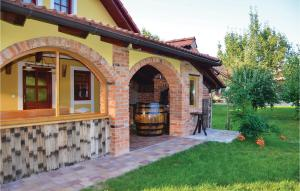 Three-Bedroom Holiday Home in Gradac