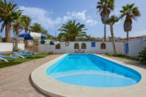 Apartment with 2 bedrooms in Buenavista del Norte with wonderful mountain view shared pool terrace 1 km from the beach