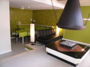 Villa and Apartments Toscolano M./Gardasee 22232