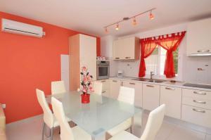 TwoBedroom Apartment in BlatoGrscica III