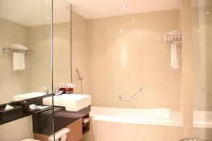 Grand Aston City Hall Hotel & Serviced Residences, Aparthotels  Medan - big - 43