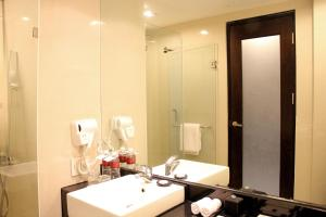 Grand Aston City Hall Hotel & Serviced Residences, Aparthotels  Medan - big - 5