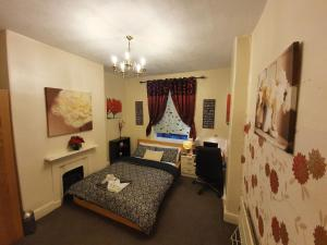 ** Lovely & Cosy deluxe double bedroom + parking**