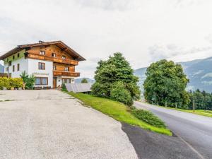 Valley-View Apartment in Hochfügen with Balcony - Hotel - Hochfügen