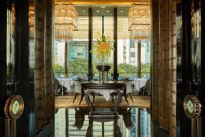 Four Seasons Hotel Shanghai at Pudong (18 of 34)