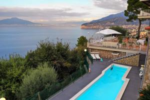 Priora Villa Sleeps 4 with Pool Air Con and WiFi - AbcAlberghi.com
