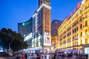Holiday Inn Shanghai Nanjing Road, an IHG Hotel