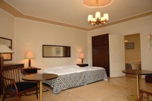 Castelinho Apartmanház, Apartments  Gyenesdiás - big - 18