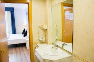Hostal Boqueria, Гостевые дома  Барселона - big - 73
