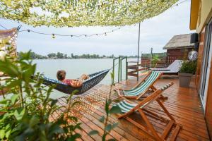 Sagando - Floating house on Sava river