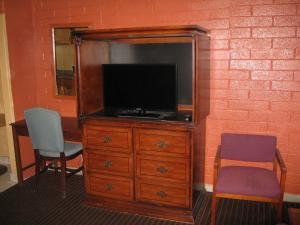 Two Palms Motel - Shamrock Mobile Home Park