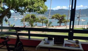 """Home Office "" Suites Ilhabela, frente a praia - Aloha"