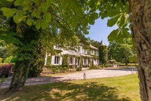 Chateau des Ayes - Chambres & suites - Hotel - Saint-Étienne-de-Saint-Geoirs