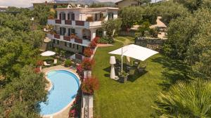 Marina di Puolo Villa Sleeps 10 Pool Air Con WiFi - AbcAlberghi.com