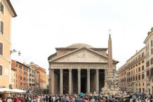 The Artist's House in front of Pantheon - abcRoma.com