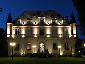 Location gîte, chambres d'hotes Château de Puy Robert LASCAUX dans le département Dordogne 24