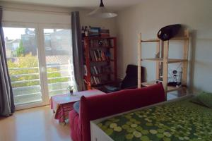 Bright studio on the boulevards of Bordeaux