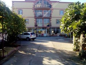 Oazis Na Molodezhnoy Guest House
