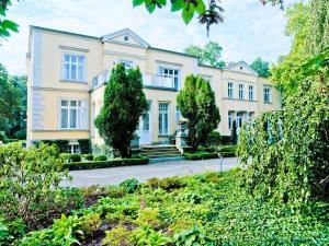 Gutshaus Landsdorf - Behrenwalde