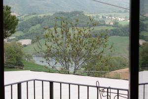 Camera Matrimoniale con Balcone e Vista Lago