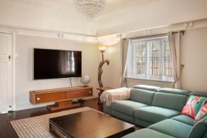 Chic 2 Bedroom Ground Floor Apartment In Trendy New Farm