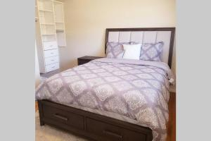 Spacious home with master suite, office and new bathrooms - Hotel - Sandy