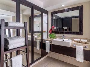 Shangri-La's Fijian Resort & S..