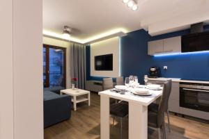 APARTLOGY Aura2 78 Experience intelligent living while travelling