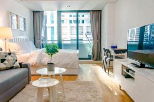 Studio w Premium Amenities - Accommodates 4!! - Dubai