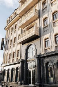 Level Hotel