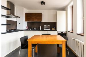 Comfortable And Cozy Golden Apartments City CenterT44