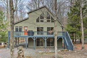 Peaceful Poconos Cabin with Lake Access and Views - Hotel - Lake Ariel