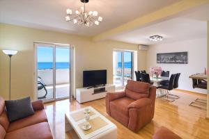 Family Apartment with Sea view Sveti Stefan