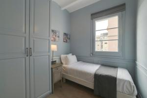 Artistic 3 Bedroom flat with Balcony in Gracia