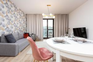 Metro Płocka Exquisite Apartment by Renters