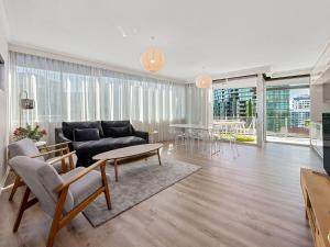 Stunning Balcony in Large Unit near River and City