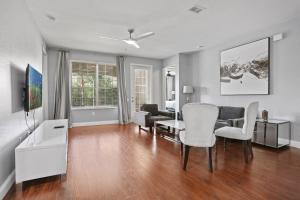 DISNEY PARKS- International Dr - Orlando Luxury Condominium- Fully Equipped - 3bed & 2 bath-
