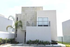 Hermosa Casa con Laguna y Alberca en Cocoyoc