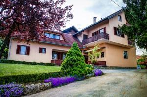Albergues - Apartments and Rooms Štefanac