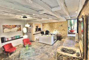 Location gîte, chambres d'hotes Hotel La Maison des Peyrat dans le département Dordogne 24