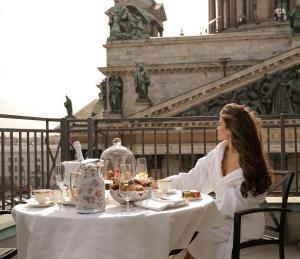 Four Seasons Hotel Lion Palace..