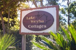 Lake Weyba Cottages Noosa