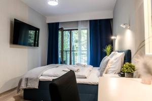 Apartament z dużym balkonem z widokiem na las