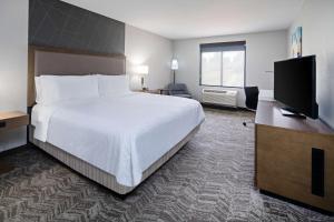 Best Western Valencia/Six Flags Inn & Suites
