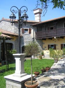 Guesthouse Domacija Sajna