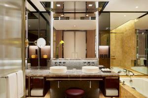 Four Seasons Hotel Hong Kong (12 of 81)
