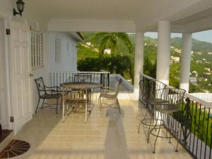 Deluxe Double Room with Balcony Hill Top Kingston Jamaica
