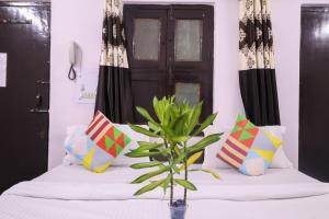 OYO 78111 Royal residency Uttam nagar