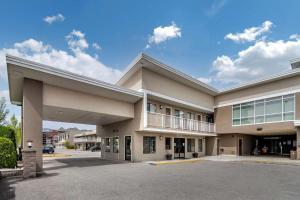 Econo Lodge Inn & Suites - Hotel - Kelowna