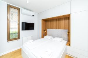 White Deluxe with terrace by OneApartments